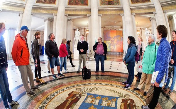 Walking Tour in City Hall